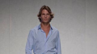 La creación de Pol Núñez para el desfile 'Faldas en Hombres' en la V edición de Moda de Sevilla.  Foto: Martin Okuemotto