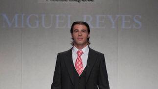 La creación de Miguel Reyes para el desfile 'Faldas en Hombres' en la V edición de Moda de Sevilla.  Foto: Martin Okuemotto