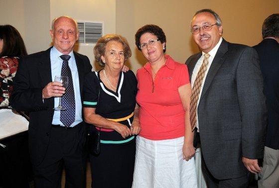 Antonio Gómez, presidente de 'Madre Coraje', Luisa Diego, Carmen García y Martín Pruaño, ex presidente del Club Nazaret.