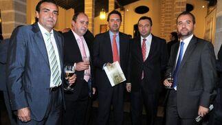 El presidente del Xerez, Carlos Osma, Manuel Ballesteros, Fernández Monterrubio, Javier Blanco y Francisco García.