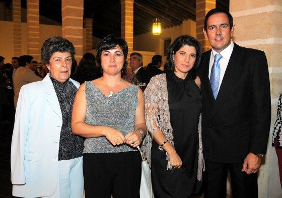Charo Babot, Nela García, Margarita Fernández y el presidente de Acoje y de Fedeco, Fernando García.