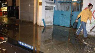 Pequeñas inundaciones en Triana  Foto: Juan Carlos Mu?