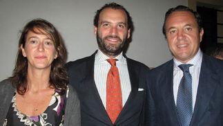 Claudia Guardiola, directora de la Fundación Cruzcampo; Alfonso Candau (Génova Comunicaciones) y José Antonio García de Tejada (Arlesa Semillas).  Foto: Victoria Ramírez