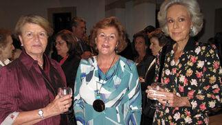 Mara Resa, Lolín de la Campa y Maribel Welton, voluntarias del BAS.  Foto: Victoria Ramírez