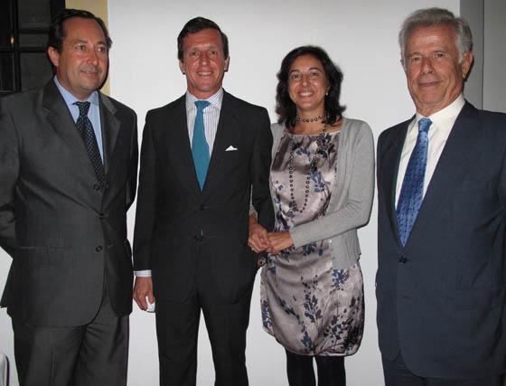 Juan de Porres, director de Landaluz; Luis García de Tejada (director) y Marta Villagrán, de la Fundación Valentín de Madariaga, y Esteban Kupfermann.  Foto: Victoria Ramírez