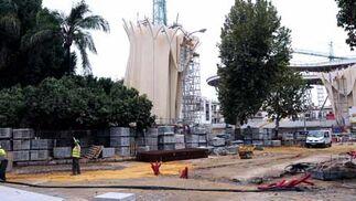 El mal tiempo no ha isdo un obstáculo para los obreros que continuaron su jornada laboral  Foto: Juan Carlos V?uez