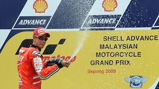 Casey Stoner (Ducati) celebra su victoria en el Gran Premio de Malasia.  Foto: Afp Photo / Efe / Reuters
