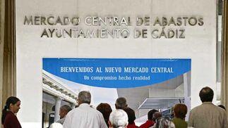 El mercado abre sus puertas para mostrar a los gaditanos el resultado de los dos años de reformas  Foto: Julio Gonzalez
