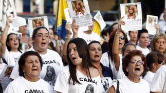 Cientos de personas gritaron al unísono para que la búsqueda de la joven no cese.  Foto: Antonio Pizarro / EFE