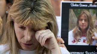 Eva muestra el dolor que siente ante la pérdida de su hija.  Foto: Antonio Pizarro / EFE