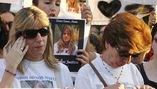 La madre de Marta, Eva Casanueva, se muestra emocionada.  Foto: Antonio Pizarro / EFE