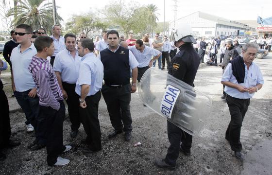 Por primera vez en 23 años de concesión una huelga en el servicio de autobuses cuenta con el apoyo del cuadro de mandos  Foto: Miguel Angel Gonzalez