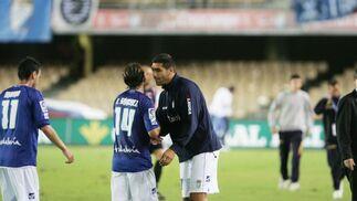 Míchel tuvo un bonito gesto con sus compañeros en el descanso, animándoles tras el 0-2.  Foto: Pascual