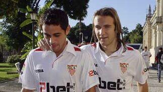 Diego Capel junto a Acosta.  Foto: Antonio Pizarro