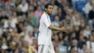 El Real Madrid gana con claridad al Getafe con un jugador menos. / EFE · AFP · Reuters