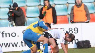 El Cádiz logra un empate en Salamanca gracias a un nuevo gol de Enrique y abandona los puestos de descenso  Foto: LOF