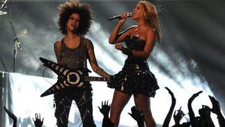 Beyonce, durante su actuación en la 52 gala de entrega de los Grammy. / AFP Photo