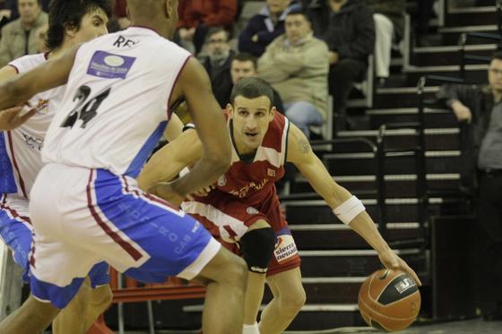 El conjunto que entrena Trifón Poch logra la victoria ante un rival directo. / Miguel Rodríguez