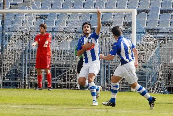 Alfredo Valtierra se estrenó por todo lo alto en La Juventud, marcando dos de los tres goles del Jerez Industrial y completando un magnífico partido.  Foto: Manuel Aranda