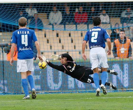 Renan fue uno de los protagonistas del encuentro al detener con 0-1 un penalti a Aduriz.  Foto: Pascual