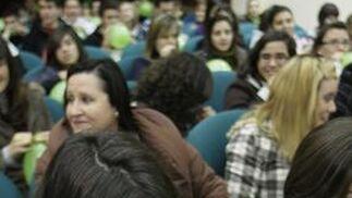 El director del IAJ, Rafael Perales y las delegadas de Igualdad Sánchez y la de Educación Gámez tienen un encuentro con mediadores para frenar la violencia en las aulas. Foto: Miguel Rodríguez.  Foto: Miguel Rodriguez