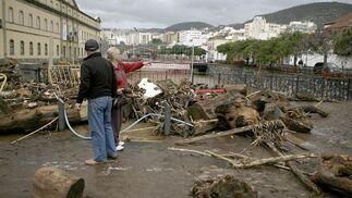 Daños junto al museo de la Ciencia y el Hombre de Santa Cruz de Tenerife por las intensas lluvias.  Foto: Cristóbal García (Efe)