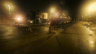 Daños en una calle de Santa Cruz de Tenerife por las intensas lluvias.  Foto: Desirée Martín (Afp)