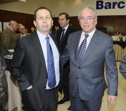 José Antonio Carrizosa, director de 'Diario de Sevilla', con Álvaro Ybarra, director de 'Abc' de Sevilla. / Reportaje gráfico: Juan Carlos Vázquez y Victoria Hidalgo