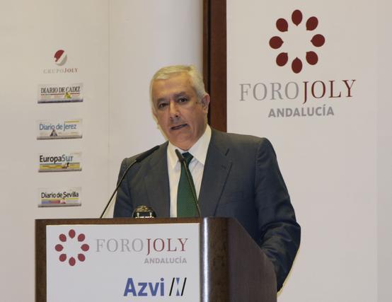 Javier Arenas, durante la presentación de Cristóbal Montoro. / Reportaje gráfico: Juan Carlos Vázquez y Victoria Hidalgo