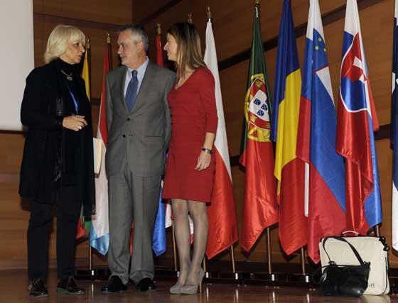 El presidente de la Junta de Andalucía entre la alcaldesa y la ministra  Foto: Joaquin Hernandez 'Kiki'