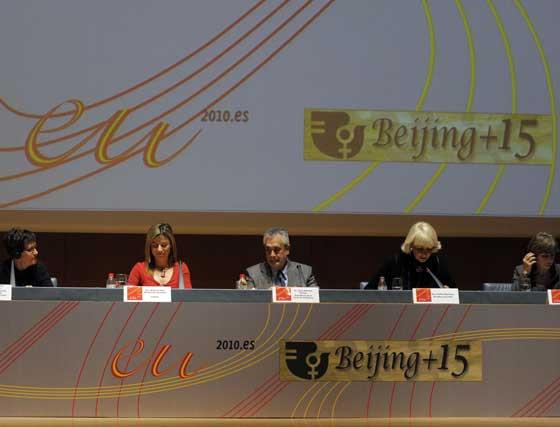 Mesa del acto, presidida por la ministra, Griñán y la alcaldesa  Foto: Joaquin Hernandez 'Kiki'