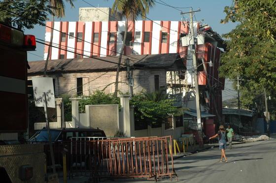Aún hay muchos edificios a los que no se puede acceder.