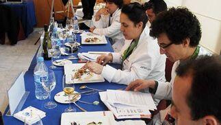 El jurado evalua los platos presentados a concurso  Foto: Manuel Aranda