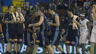 Los jugadores del Estuadiantes tras finalizar el partido.  Foto: Manuel Gómez