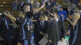 El Estudiante saluda a la grada tras terminar el partido.  Foto: Manuel Gómez