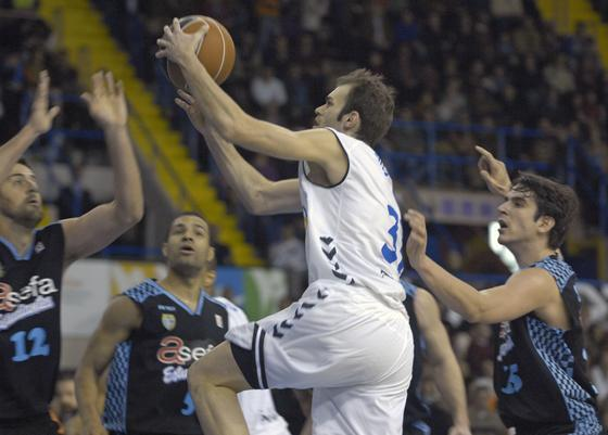 Miso se hizo destacar en el segundo periodo del partido.  Foto: Manuel Gómez