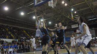 Savanovic estuvo estelar errando sólo uno de sus quince lanzamientos a canasta.  Foto: Manuel Gómez