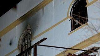Imagen de la habitación donde se originó el fuego, en la tercera planta del edificio.  Foto: Antonio Pizarro / EFE