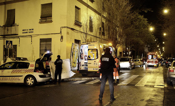Imagen de la residencia en el momento del incendio.  Foto: Antonio Pizarro / EFE