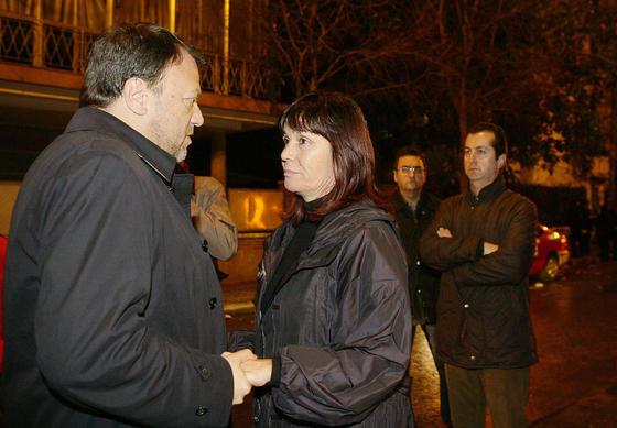 Micaela Navarro conversa con Monteseirín.  Foto: Antonio Pizarro / EFE