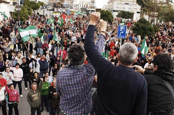 Sánchez Gordillo y Cañamero finalizaron la huelga en Arcos con el himno andaluz  Foto: Aguilar