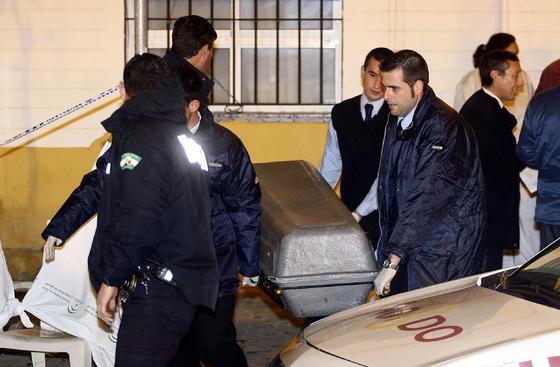 Dos policías locales resultaron heridos durante el desalojo.  Foto: Antonio Pizarro / EFE