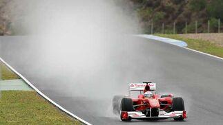 Alonso rodando sobre el trazado  Foto: Juan Carlos Toro