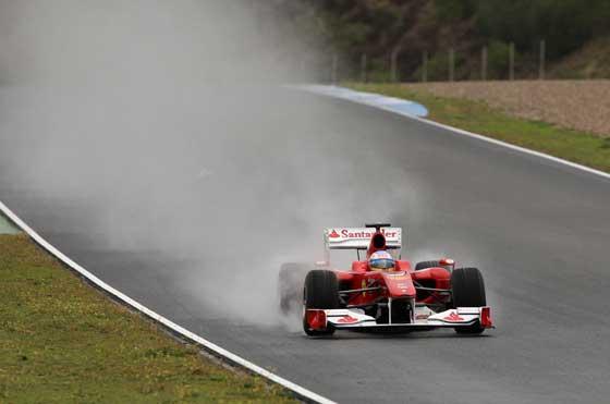 Ferrari de Alonso deslizándose en la pista jerezana  Foto: Juan Carlos Toro