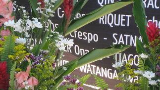 En la placa se puede leer el nombre de Rosa Crespo, fallecida en el terremoto.