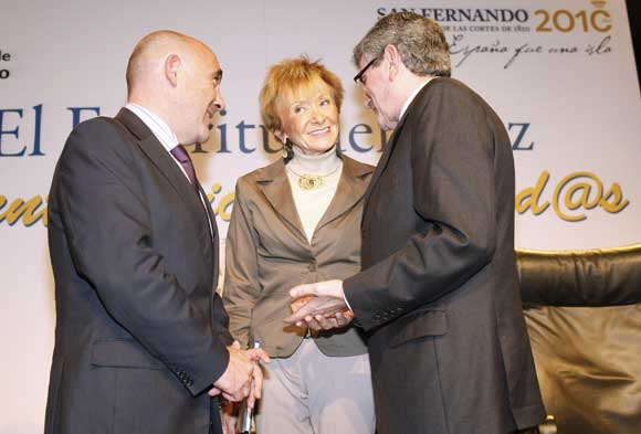 La vicepresidenta del Gobierno en compañía del alcalde isleño, Manuel María de Bernardo y de Pizarro  Foto: Jose Ramon Ladra