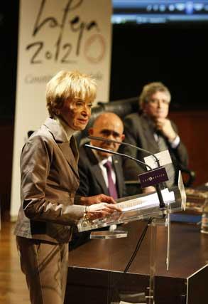 La vicepresidente del Gobierno, María Teresa Fernández de la Vega, en un momento de la presentación  Foto: Jose Ramon Ladra