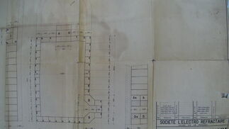 Parte del archivo histórico de la antigua Fábrica de Vidrios de la Trinidad que se han encontrado dentro del inmueble y recuperados por el profesor Julián Sobrino.  Foto: Samara Calero