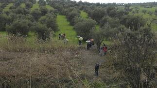 Algunos vecinos de Tartessos y Camas colaboraron en la búsqueda de Marta en Caño Ronco.  Foto: Manuel Gómez