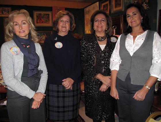 Marta Talegón, Isabel Cobo, marquesa de Benamejí; Carmen Cobo y Carmen Tello, del puesto 'Las Canasteras'.  Foto: Victoria Ramírez